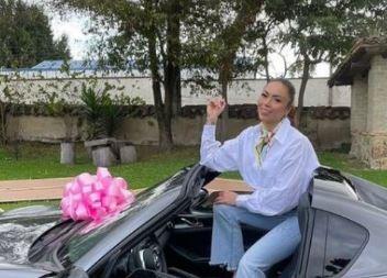 'Epa Colombia' estrenó lujoso carro y alborotó las redes [VIDEO]
