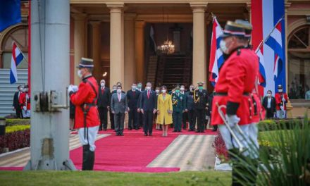 Con izamiento del pabellón patrio y Tedeum, autoridades celebran 210 años de la Independencia Nacional