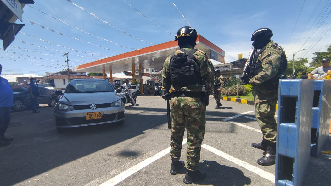 Así el Ejército Nacional apoyó entrega de combustible en Cali [VIDEO]
