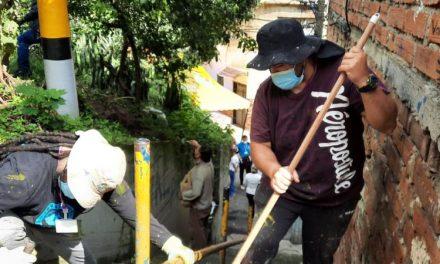 La Alcaldía de Medellín realiza jornada de recuperación ambiental en el cerro La Asomadera, el pulmón verde del Centro