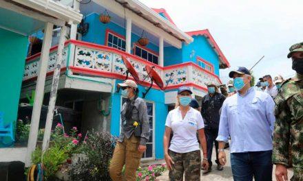 Jefe de Estado visitó casas reconstruidas y reparadas en la isla de Providencia
