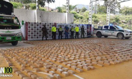 Cayó en Tolima un narcocamión cargado con casi dos toneladas de marihuana