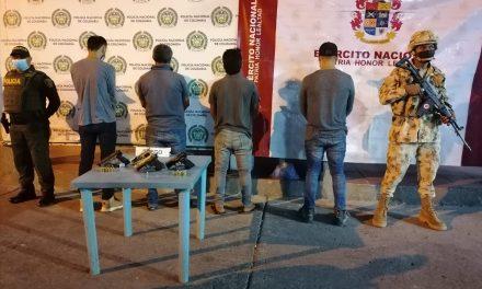 Ejército Nacional capturó a cuatro sujetos por porte ilegal de armas en Maicao, La Guajira