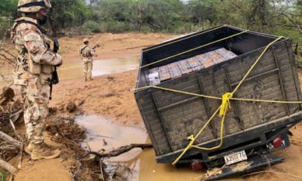 En La Guajira incautan cocaína en carro que quedó atrapado en el barro por culpa de las lluvias