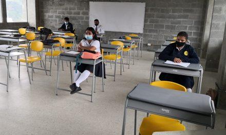 En Risaralda son beneficiados estudiantes con dotación de mobiliario escolar