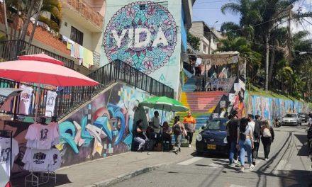 Con nuevo Punto de Información Turística, avanza la formalización del turismo en la Comuna 13 de Medellín