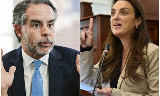 Fuerte 'agarrón' en redes entre exministra de las TIC, Karen Abudinen, y senador Armando Benedetti por Centros Poblados