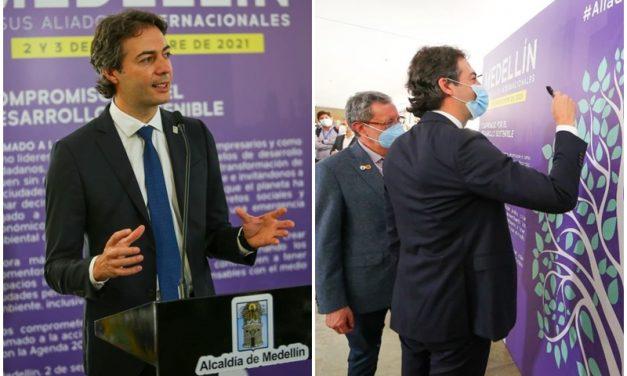 El alcalde Daniel Quintero firmó junto a otros mandatarios el acuerdo multilateral por el desarrollo sostenible de Medellín
