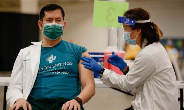 Trabajadores del sector salud se quedarían sin trabajo por rehusarse a vacunarse en Estados Unidos
